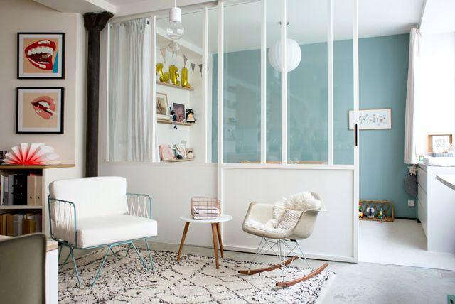 Chambre d\'enfant avec verrière // peinture F&B Dix blue ...