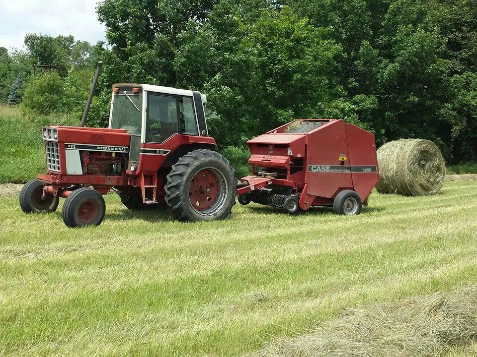 International Harvester 986 Tractor : Ih w case round baler international