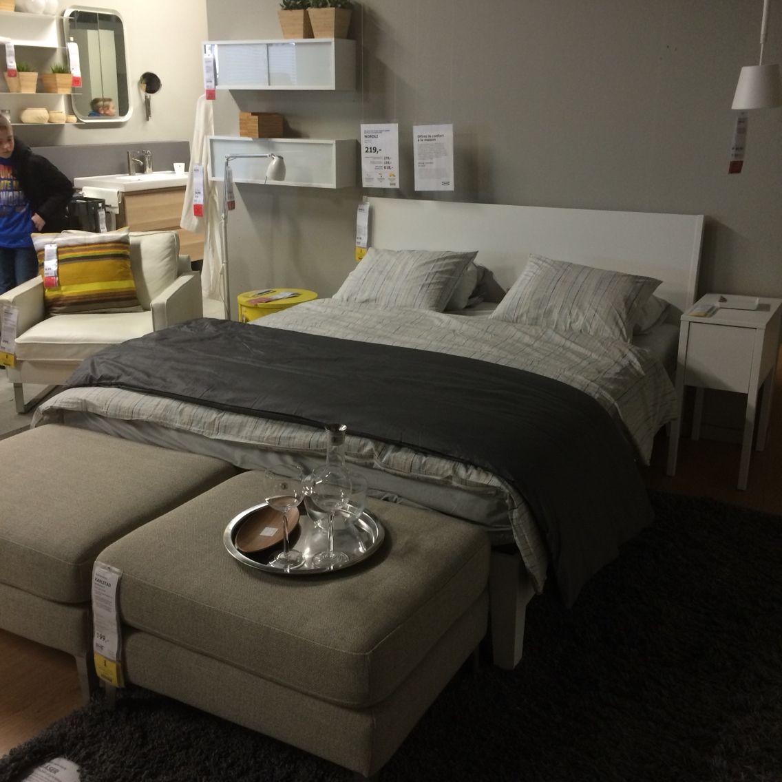 deux gros poufs en pied de lit j 39 adore plus du beau linge de lit cocooning ik a myikeabedro. Black Bedroom Furniture Sets. Home Design Ideas