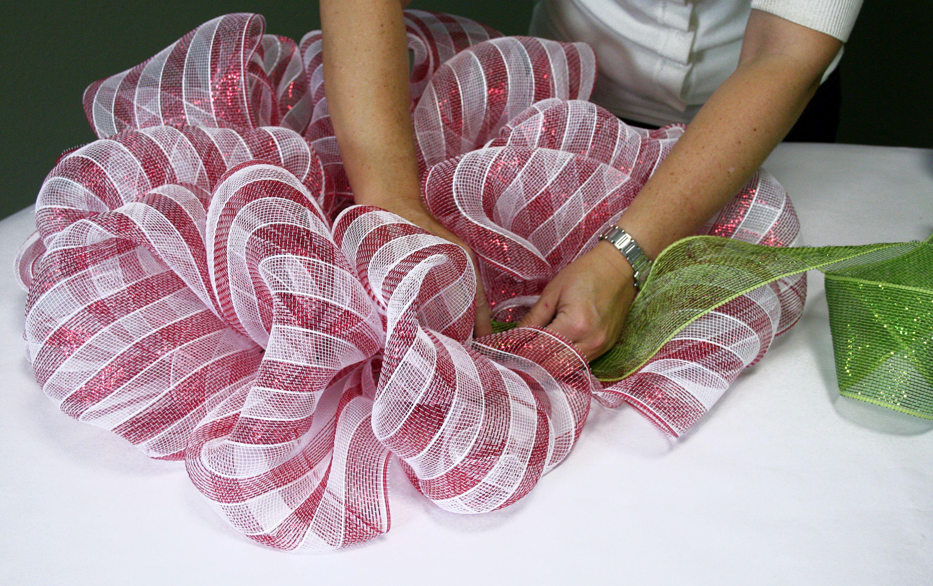 how to make mesh ribbon christmas wreaths