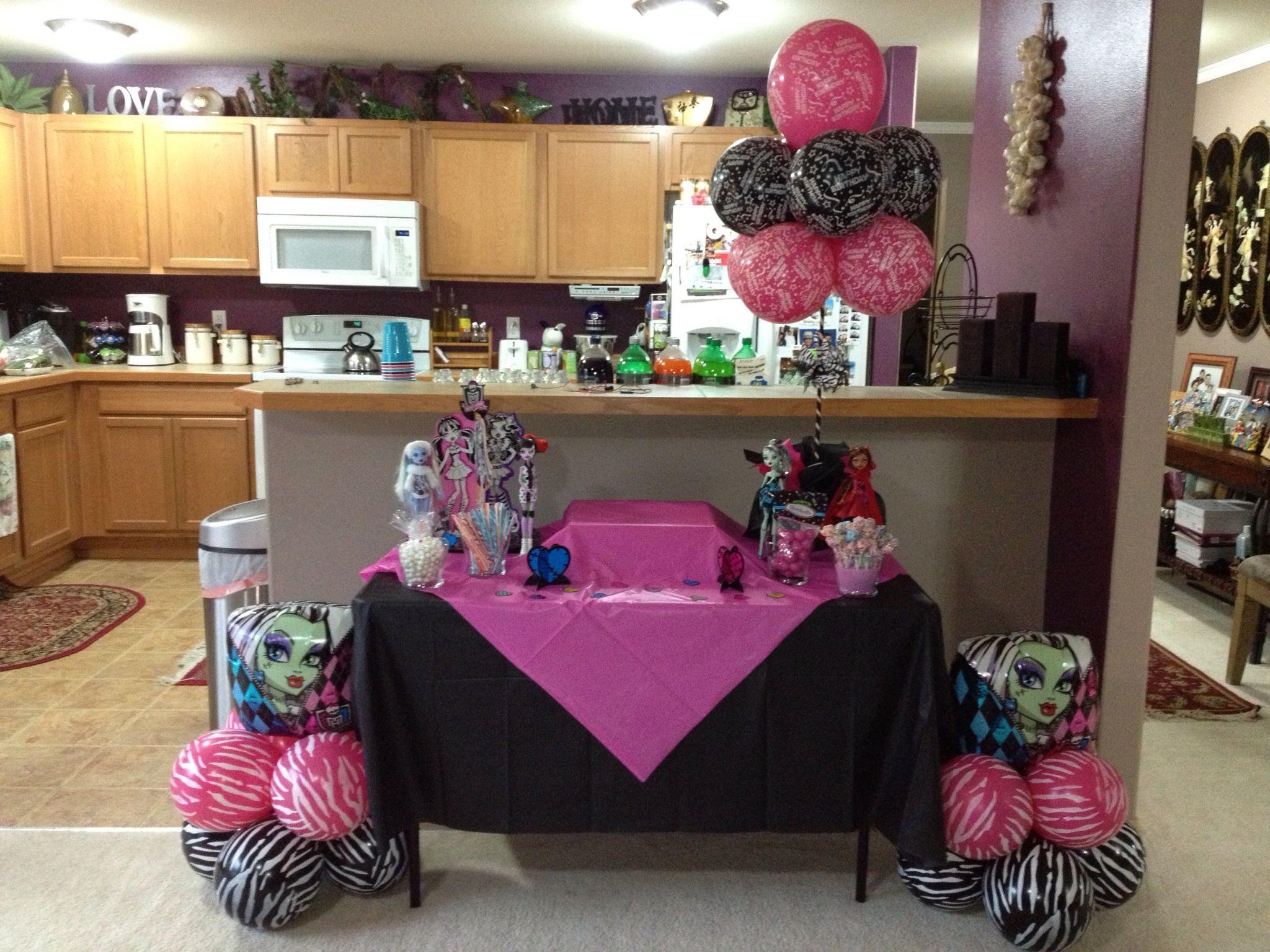 Lens Bday Cake Table Set Up For Her Monster High Bash