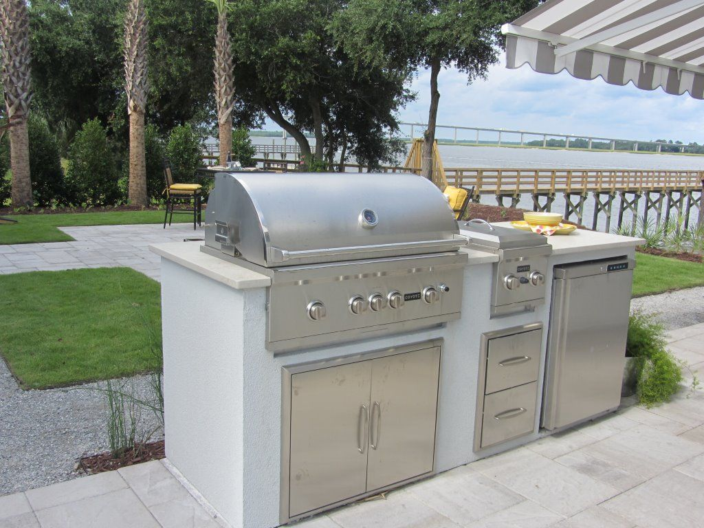 Coyote Ready To Assemble 8 Ft Outdoor Kitchen Island With 36 Inch C Series Natural Gas Grill Ships As Propane With Conversion Fittings Stacked Stone Brown T Outdoor Kitchen Island Outdoor Kitchen Natural Gas Grill