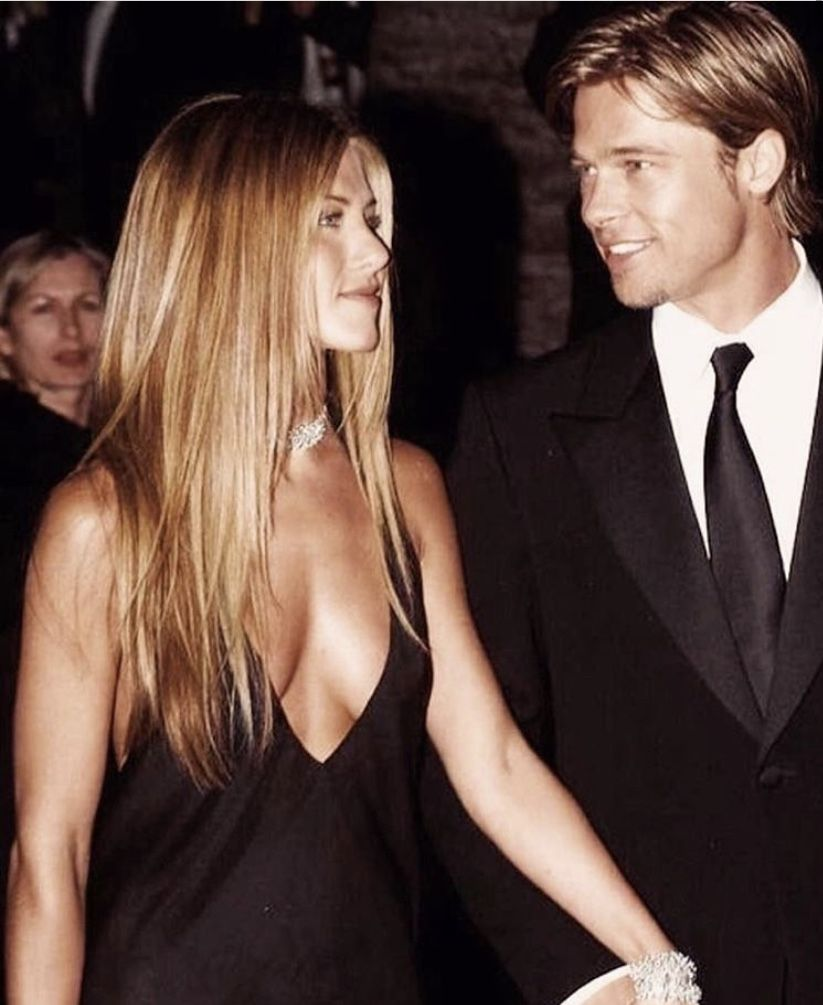 Jennifer Aniston And Brad Pitt At The Vanity Fair Oscar S Party 2000 In 2020 Jennifer Aniston Pictures Brad Pitt And Jennifer Jennifer Aniston