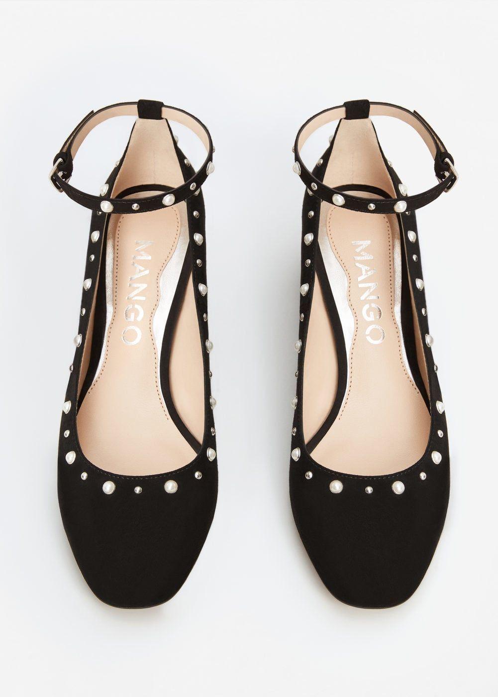 Ankle bracelet pearls shoes | MANGO