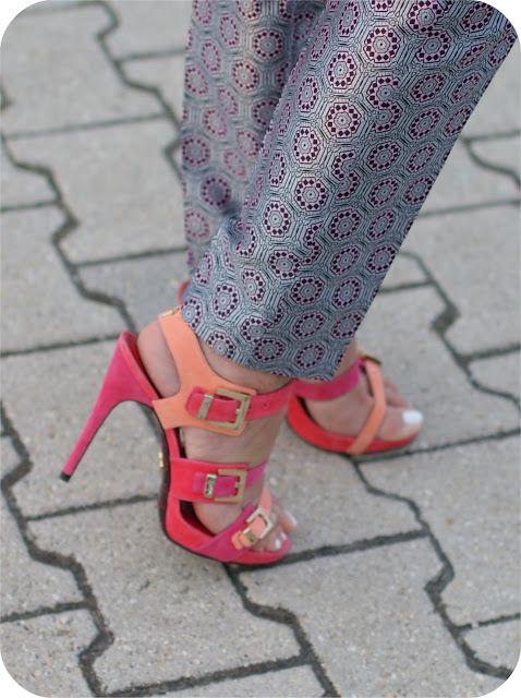 Metallic geo print trousers, name necklaceFashion and Cookies - fashion blog