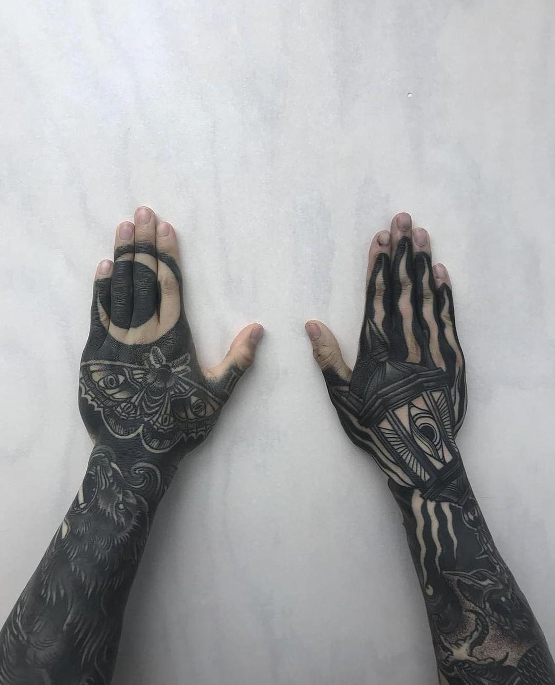 Amazing Healed Crescent Moth And Lantern Scrutinize Hand Tattoos By Mr Tumaru That Survive The Palms Navrhy Tetovani Tetovani Nausnice