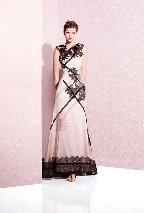 Precioso vestido de fiesta de YolanCris.Combinación de Nude y negro..Espectacular.