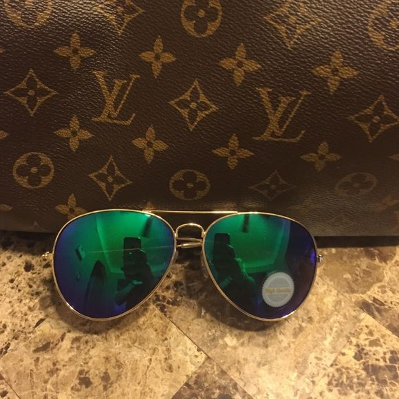 Boutique Aviator Sunglasses Brand new! Gold frame with green/blue lenses. No case, just the sunglasses. Accessories Sunglasses