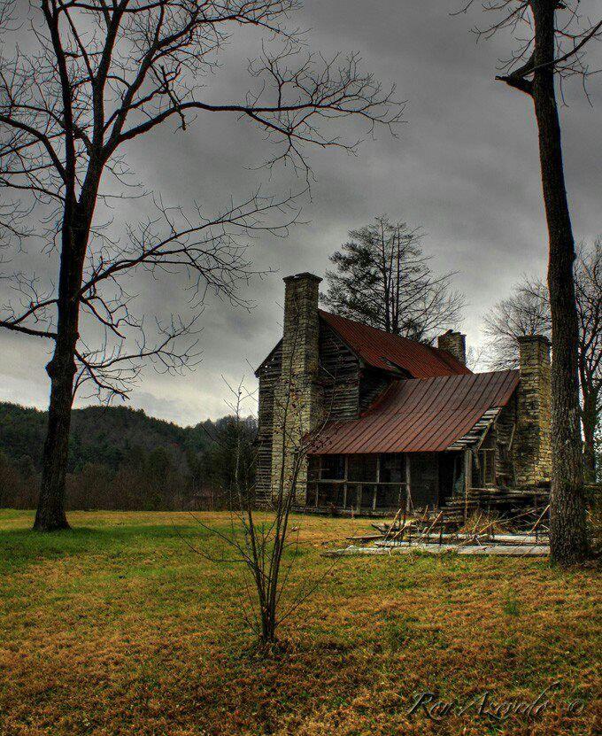 Abandoned North Carolina Homes: Old Farm House In Penrose, North Carolina