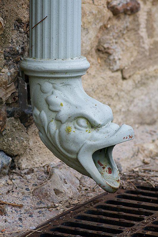 Prieuré Notre-Dame d'Orsan. detail: Gargouille en fonte ...