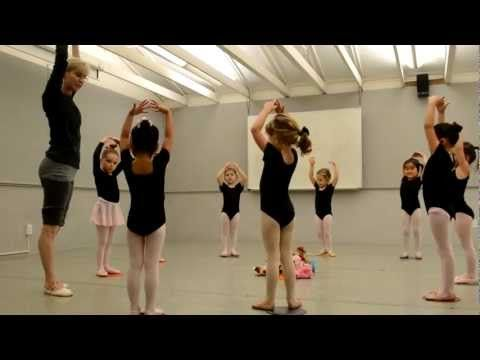 how to teach a ballet class