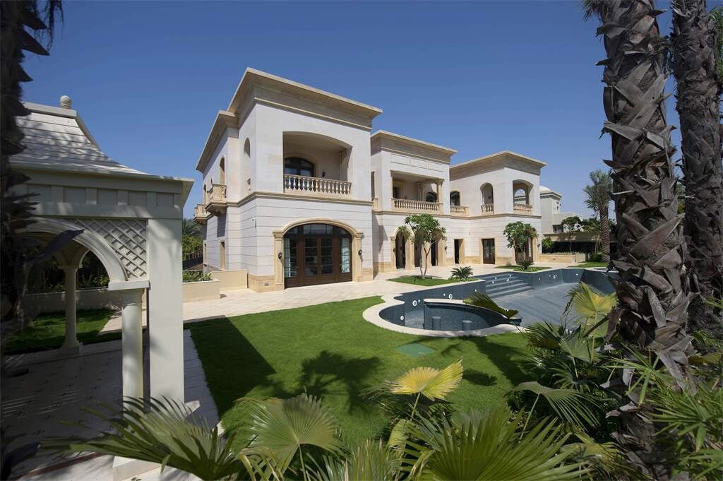 Soulmate24.com #Emirates Hills, #Dubai. #mansionhomes #realestate #luxuryhome #mansion #luxuryrealestate #luxurylife #luxury… Mens Style