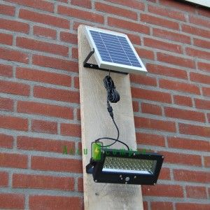 Felle 700 Lumens Gevelverlichting Werkt Geheel Op Zonne Energie Via Het 5 Watt Solat Panel Wordt De Li Ion Accu Opgeladen De Lam Zonne Energie Lampen Energie
