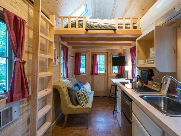 Esta casa diminuta roja de dos dormitorios y llena de tradición ...