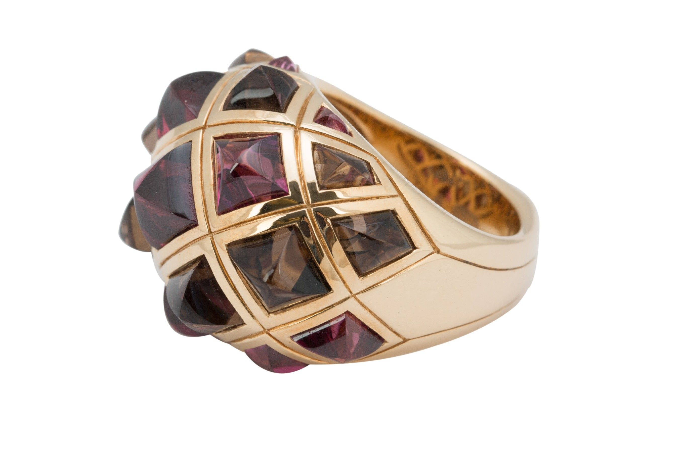 Stephen Webster 18K Yellow Gold Amethyst and Smokey Topaz Ring - This Stephen Webster 18K Yellow Gold Amethyst and Smokey Topaz Ring is in overall Excellent condition with no visible signs of wear. This is a ring size 7. It is approximately 22 mm wide and sits approximately 12 mm high.
