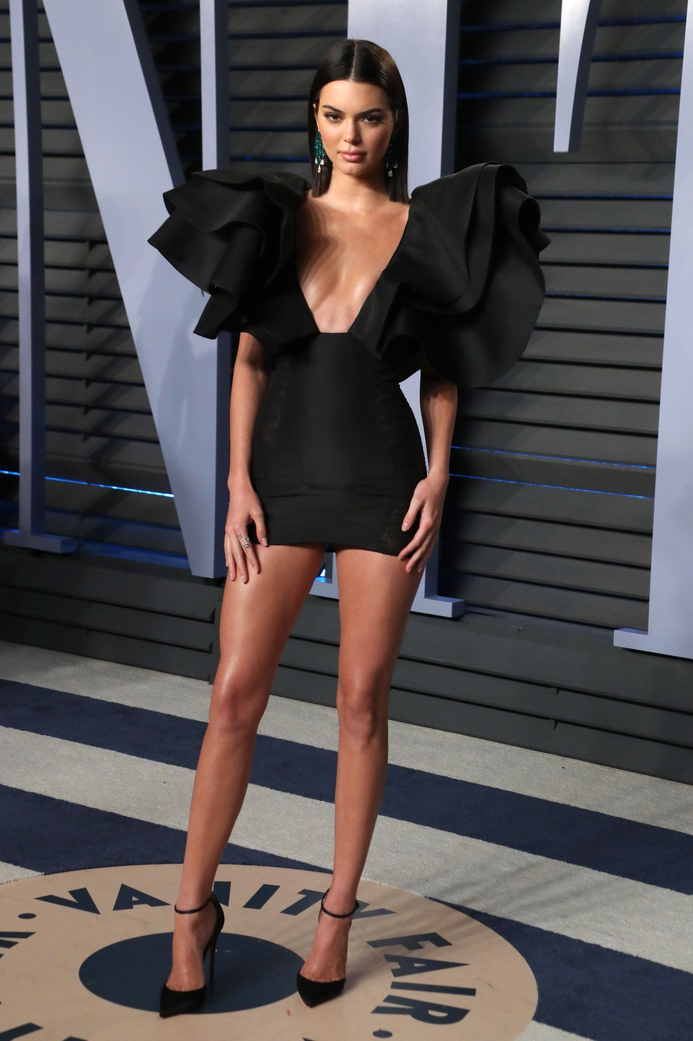 Pin By Donnie Salm On Kendall Jenner Kendall Jenner Outfits Jenner Outfits Super Short Mini Dress [ 2048 x 1365 Pixel ]