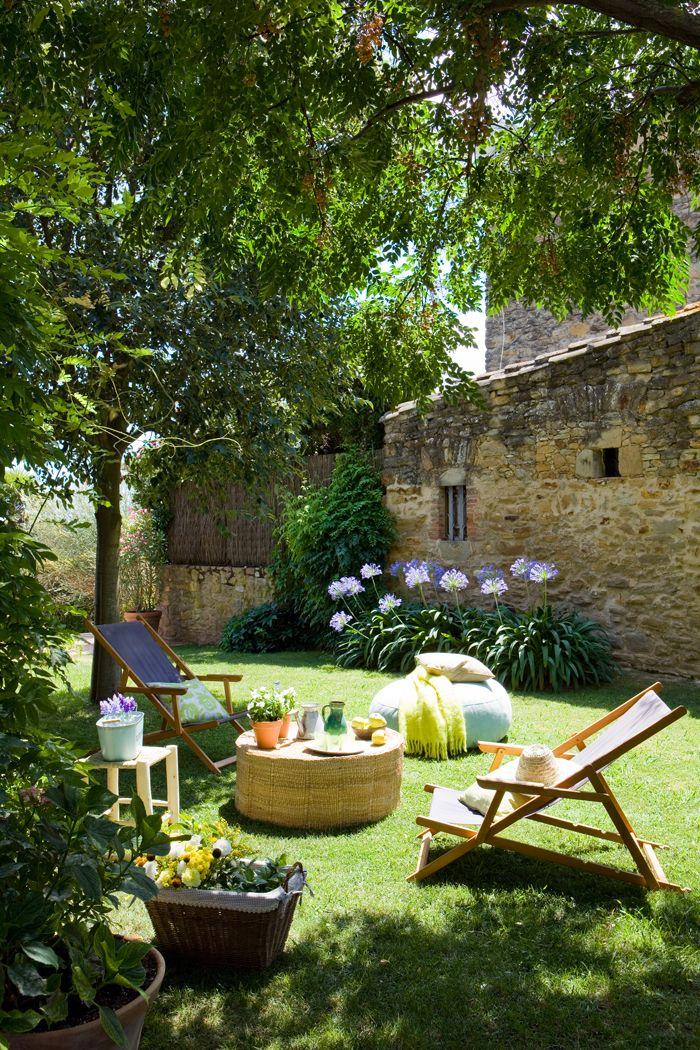 15 rincones de exterior con encanto garden pinterest for Rincones de jardines con encanto