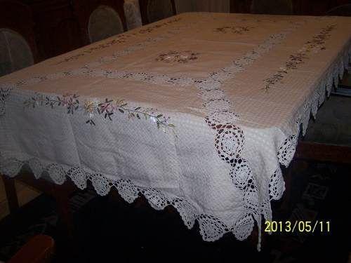 Mantel crochet y tela bordado en cintas manteles a pen for Manteles de tela