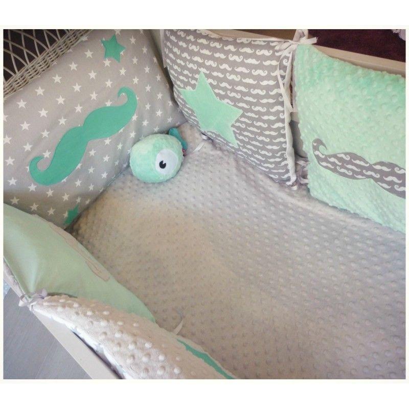 tour-de-lit-carre-vert-d-eau-menthe-gris-et-blanc-theme-moustache