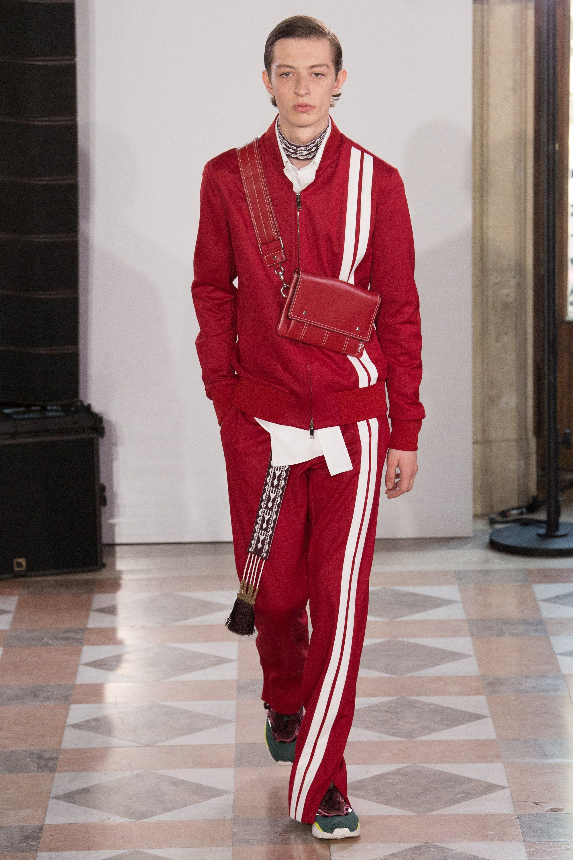 See the complete Valentino Spring 2018 Menswear collection.