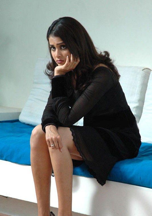 Genelia DSouza Backless Blouse Hot curves Pic - Sabwood.com