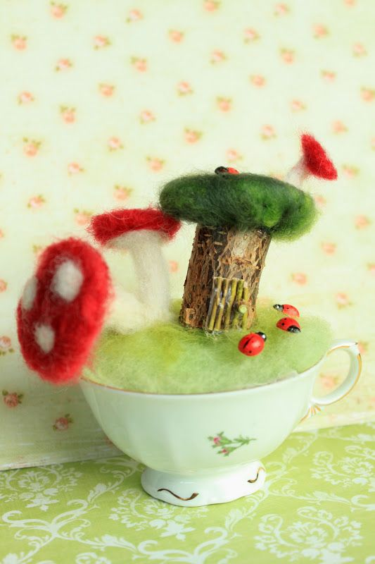 Needle felted fairy house in cop - by dangonia