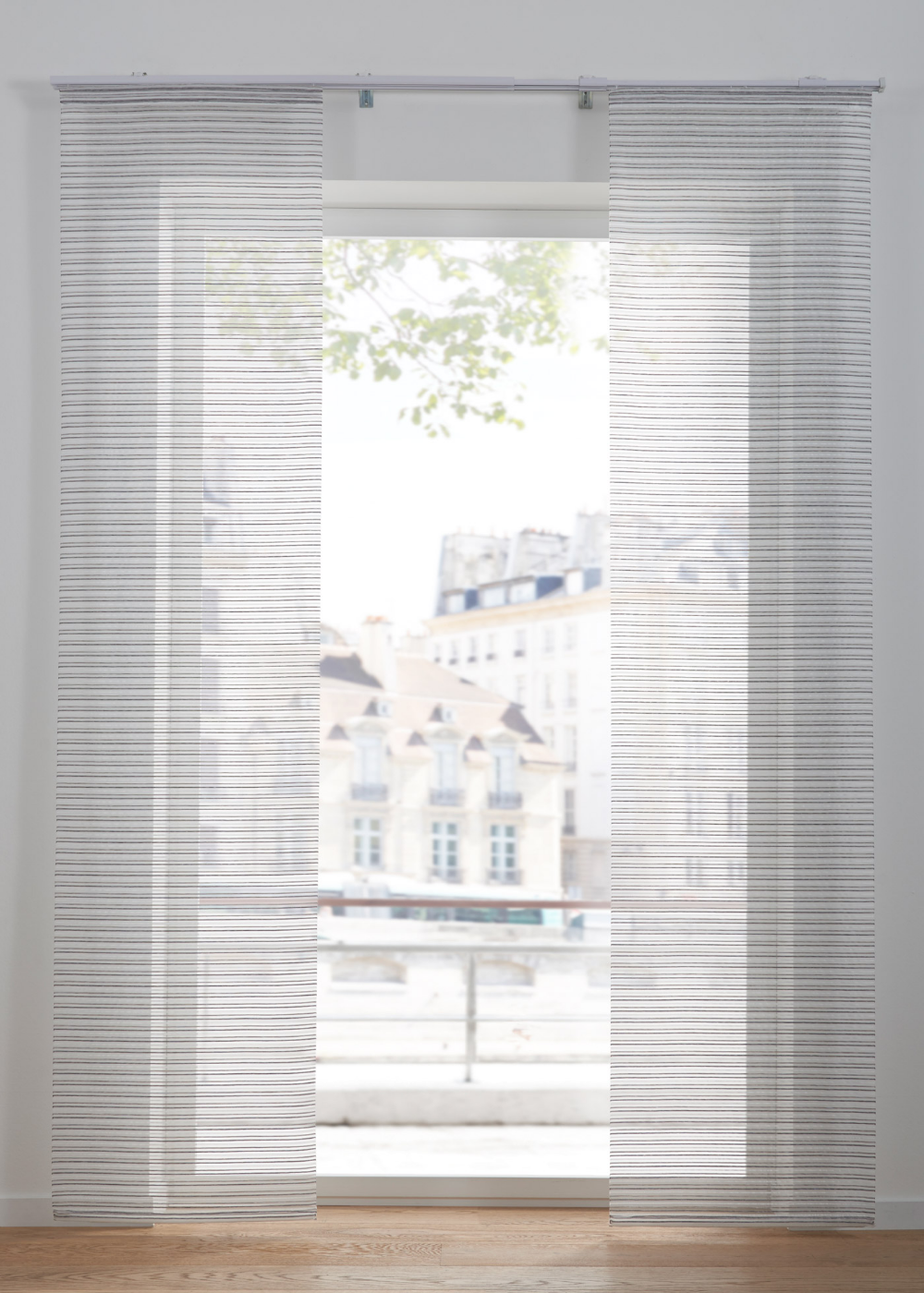 Zarte Streifen Auf Transparentem Gewebe Weiss Grau Klettschiene In 2020 Fenster Dekorieren Gardinen Schiebegardine