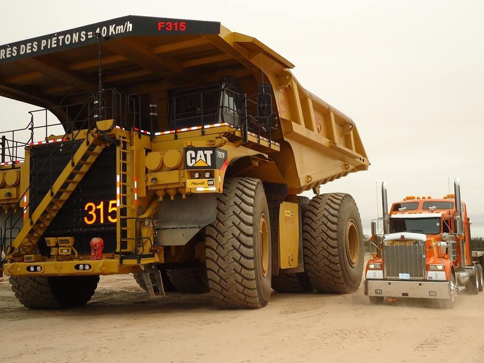 Mining 400 Ton4000 Hp Caterpillar 797f Thats Big Trucks Dump