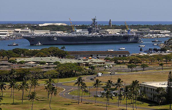 The USS Carl Vinson (CVN-70) arrives in Pearl Harbor.