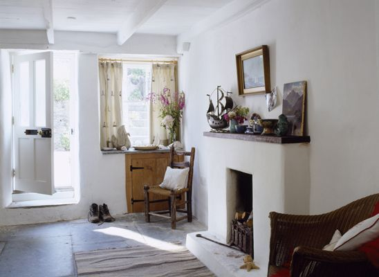 Awesome Doc Martin Inside Of Louisas Cottage The Foyer In Port Interior Design Ideas Inesswwsoteloinfo