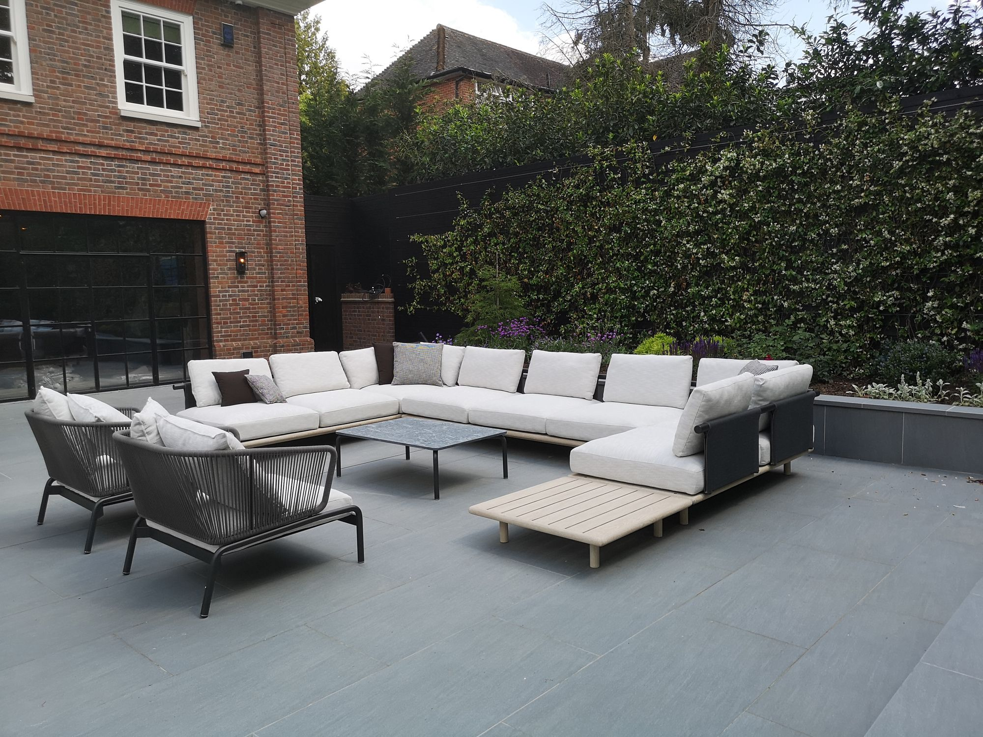 Eden Luxury Outdoor Sofa By Roda Italian Garden Furniture Company In 2020 Modern Garden Furniture Outdoor Sofa Garden Furniture Uk