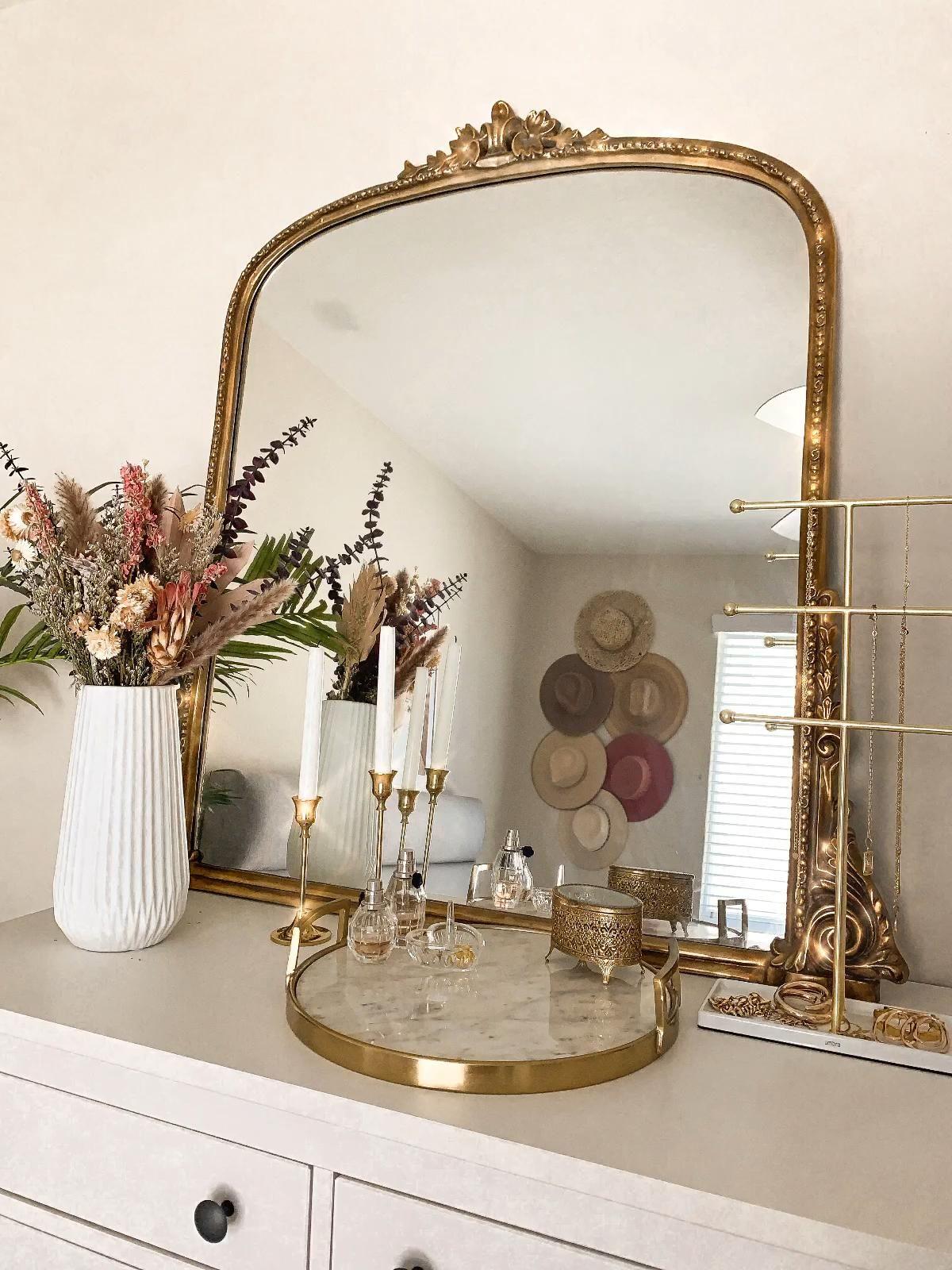 Vanity of my dreams #vanity #vanitymirror #goldaes