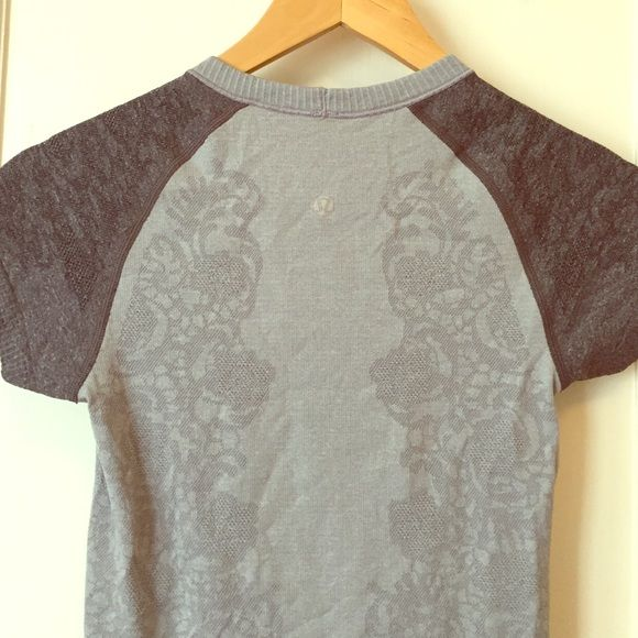 Lululemon floral swiftly top Lululemon light gray swiftly top with charcoal cap sleeves. Sweat wicking, breathable. Pretty floral pattern. lululemon athletica Tops