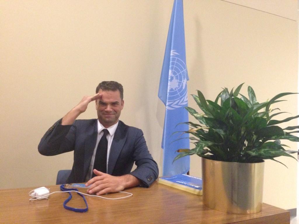 Ik heb mezelf gebombardeerd tot VN ondersecretaris van kamerplanten pic.twitter.com/b6rnNdfHJT