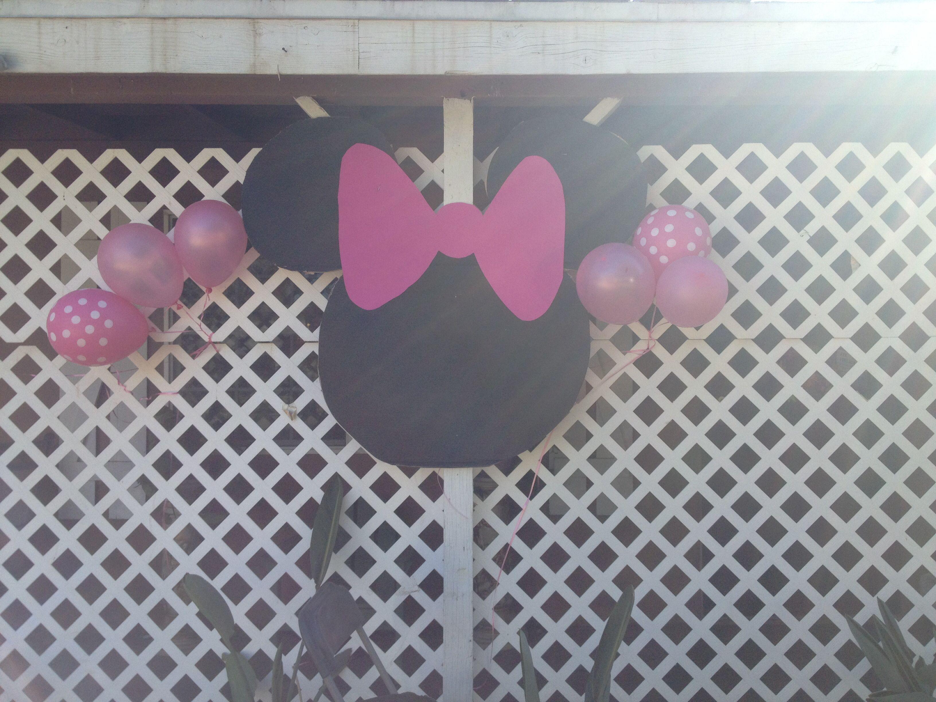 DIY statement decoration. Minnie Mouse party