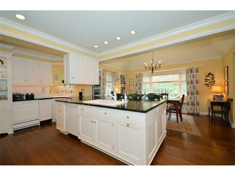 Love this yellow kitchen... so bright!