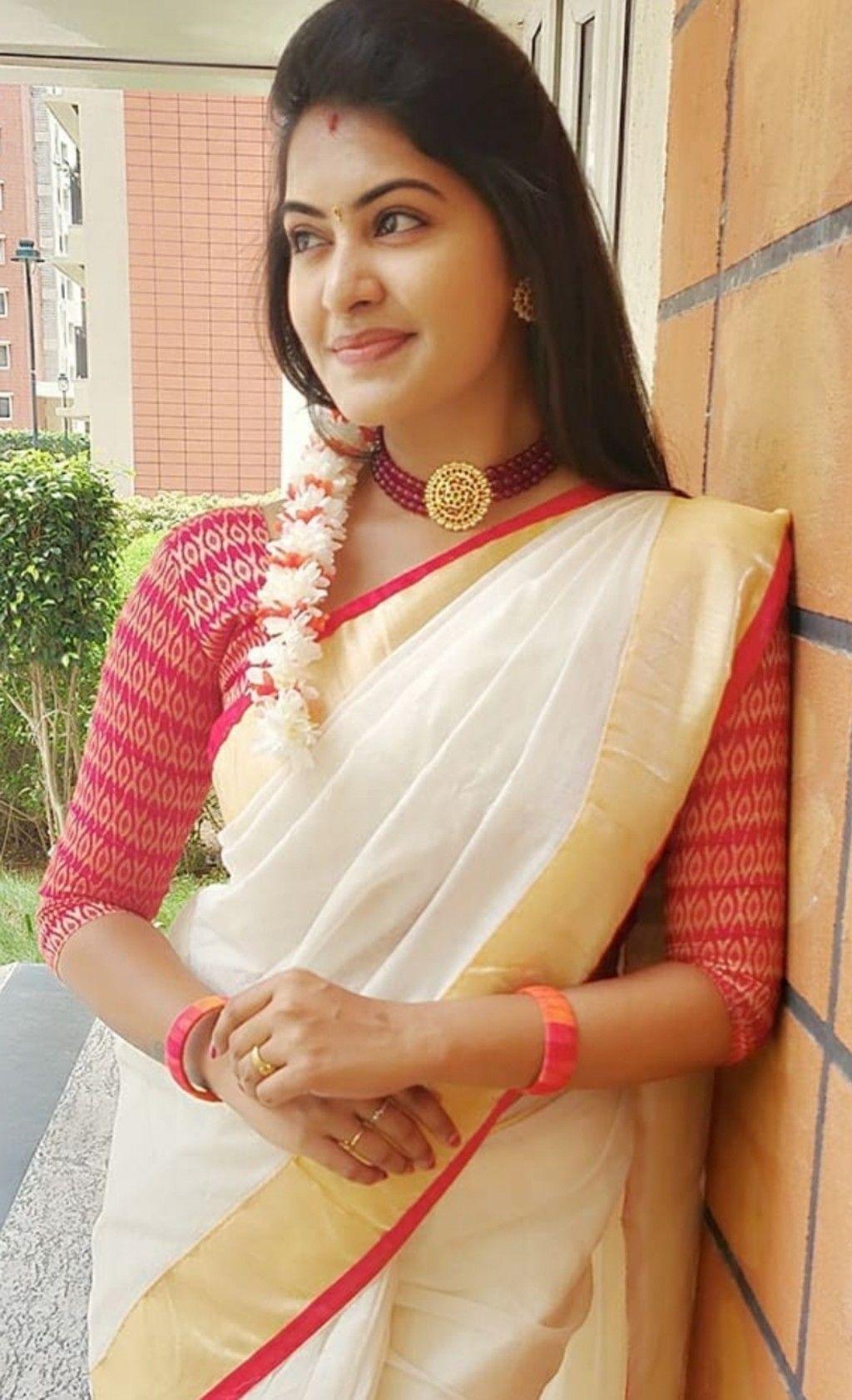 Pin by Actress Gallery on Rachitha in 2020 | Saree photoshoot, Saree styles, Kerala saree