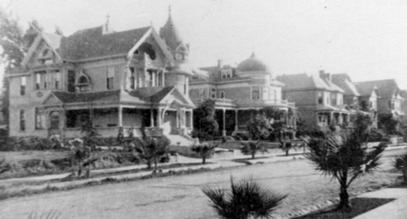 The Wright-Mooers home, built in 1894, at 818 South Bonnie Brae Street in Westlake. Photo from the Los Angeles Public Library Historic Image Database