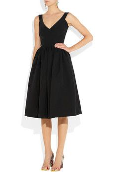 The perfect little black dress- flattering on almost every bodytype #lbd #fashion #holidaydress
