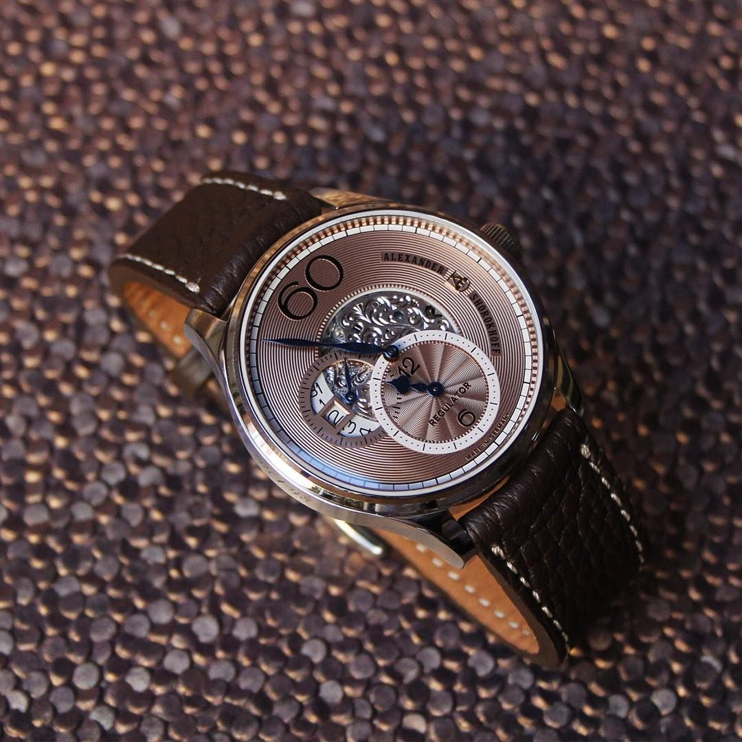 So elegant, perfect for the Christmas holidays. Our Regulator R02 with light brown dial and dark brown calf leather strap. Limited to 98 pieces. #alexandershorokhoff #avantgarde #artonthewrist #regulator