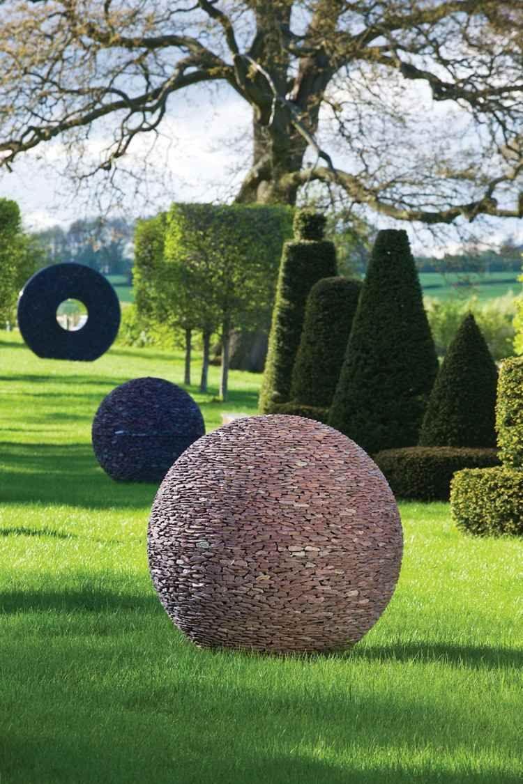 Moderne Skulptur Die Ihrem Zeitgenossischen Garten Einen Hauch Von Leben Verleiht Zeitgenossischer Garten Moderne Skulptur Gartenkugeln