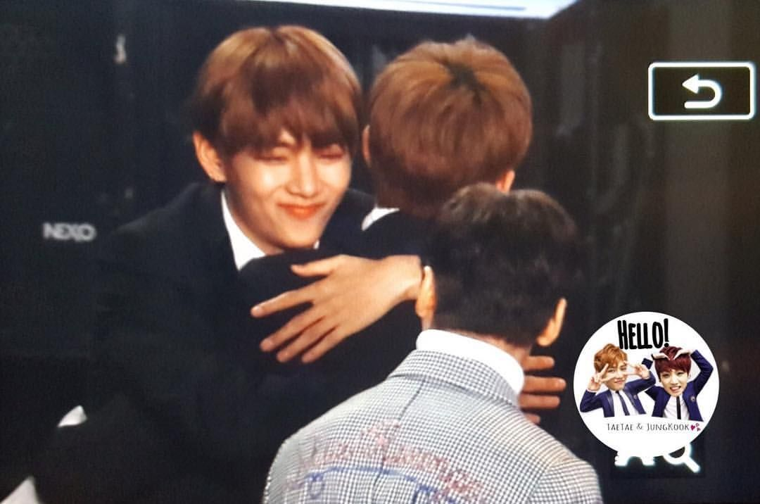 V Joshua Hugging At Sma 2017 Seoul Music Awards Joshua Music