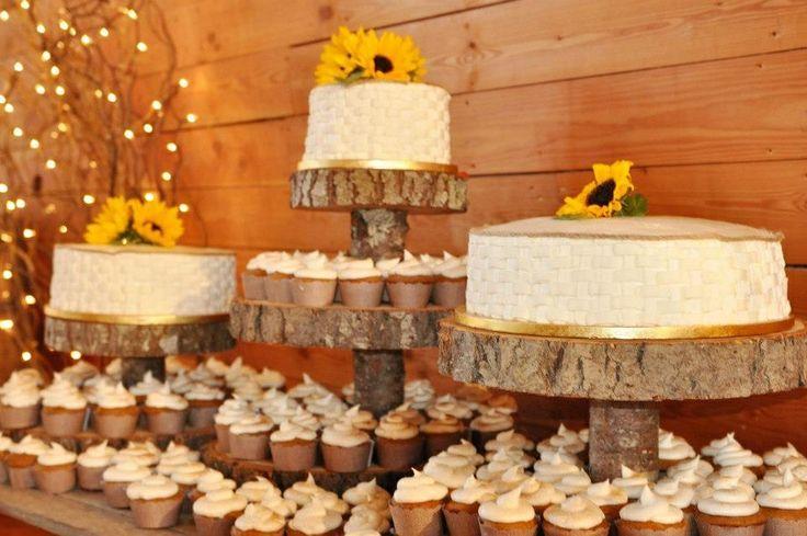 I Love The Wood Cake Stand Idea