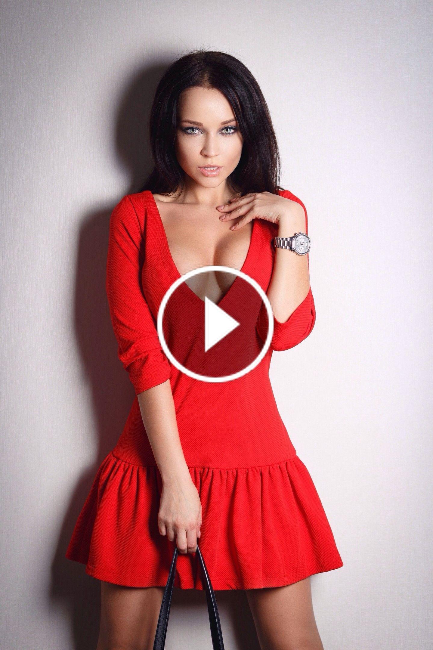 Tiffany Thompson stripping and masturbating