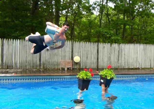 Remarkable Points In Time 21 Pics Funny Poses Pool Diving