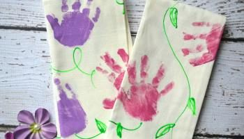 Handprint Christmas Tree Napkins For Kids To Make!