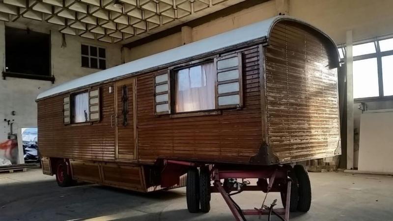 verkaufe gebrauchten zirkuswagen wohnwagen im. Black Bedroom Furniture Sets. Home Design Ideas