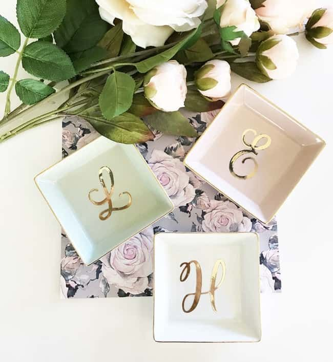 27 Best Bridesmaid Gift Ideas (They'll Actually use!)