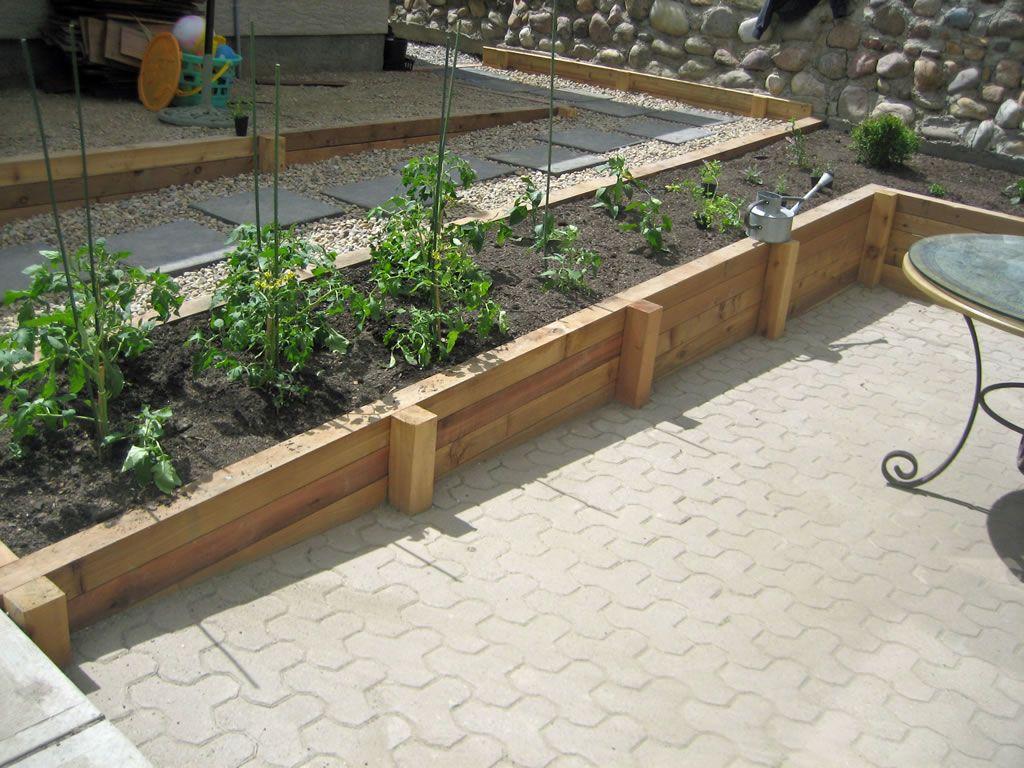 Cedar Wood Retaining Wall Planter Landscaping Retaining Walls Retaining Wall Design Wood Retaining Wall