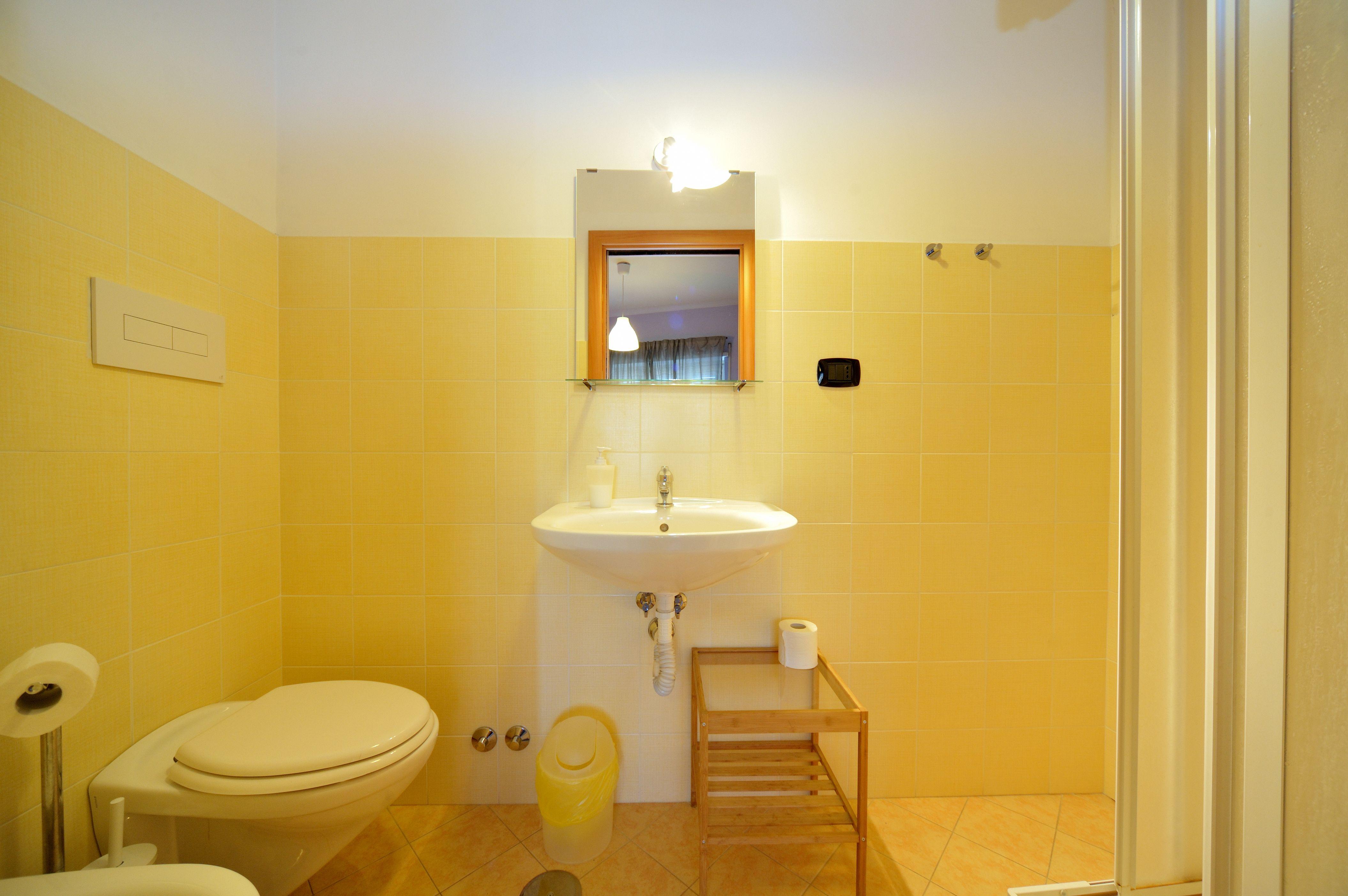 Bagno con box doccia, comodo e spazioso | Box doccia ...